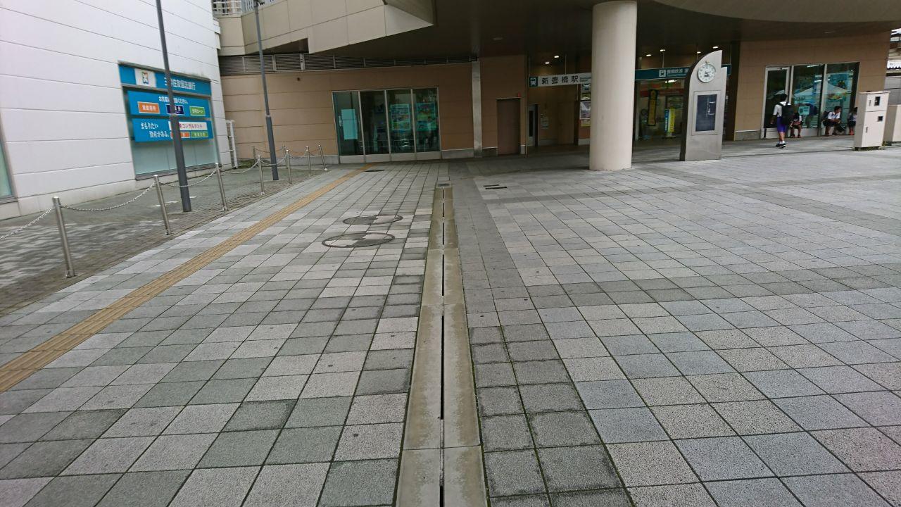 豊橋駅南口の広場